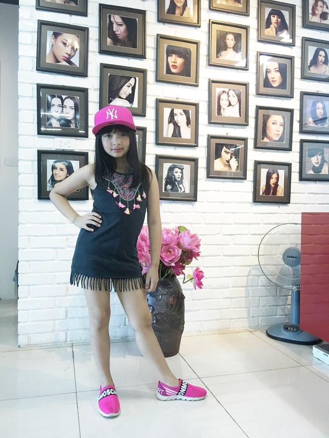Tự tin catwalk, con gái 9 tuổi của siêu mẫu Thuý Hằng gây chú ý vì cực giống Kaity Nguyễn - Ảnh 8.