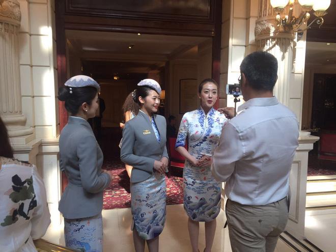 Đặt hẳn thiết kế Haute Couture làm đồng phục cho tiếp viên, Hainan Airlines chắc chắn là hãng hàng không chơi lớn nhất - Ảnh 12.