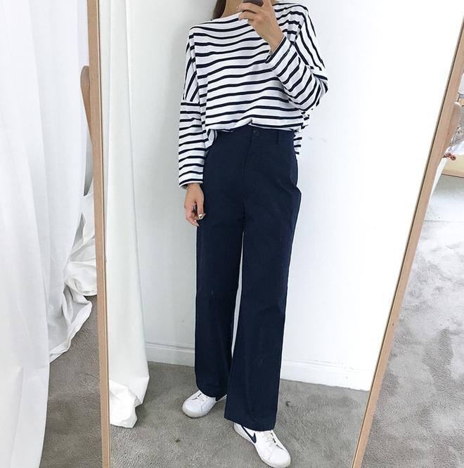 Áo kẻ ngang dài tay, item mặc thế nào cũng đẹp không thể thiếu trong tủ đồ thu của các nàng - Ảnh 11.
