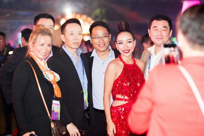 Thảo Trang khoe sở trường hát tiếng Anh tại Hội nghị thượng đỉnh APEC - Ảnh 7.