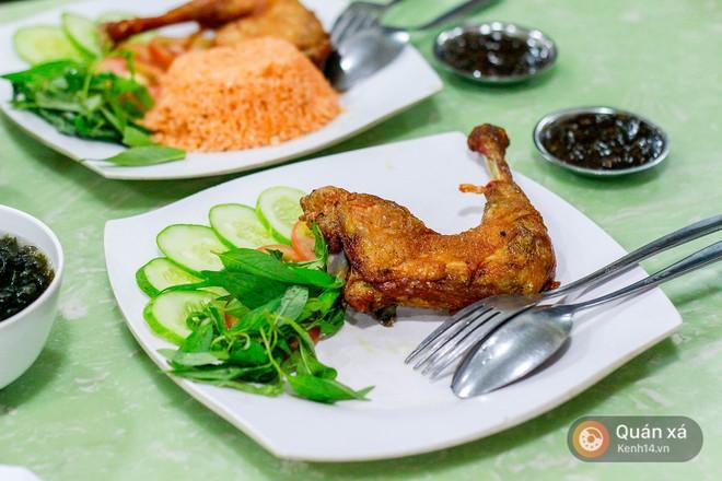 Khám phá tiệm cơm gà xối mỡ công nghệ cao xịn vô đối ở Sài Gòn - Ảnh 7.