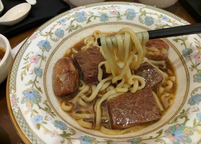 Khám phá bí mật trong bát mì bò đắt nhất thế giới, lên tới hơn 7,5 triệu ở Đài Loan - Ảnh 3.
