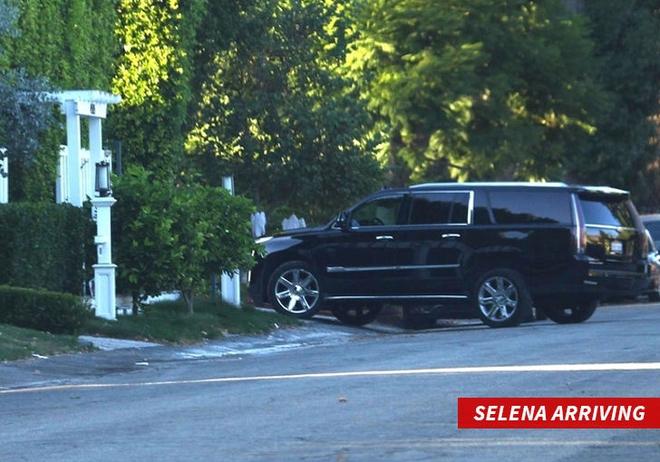 Lộ bằng chứng Selena Gomez đưa tình cũ Justin Bieber về nhà trong lúc The Weeknd đi vắng - Ảnh 1.