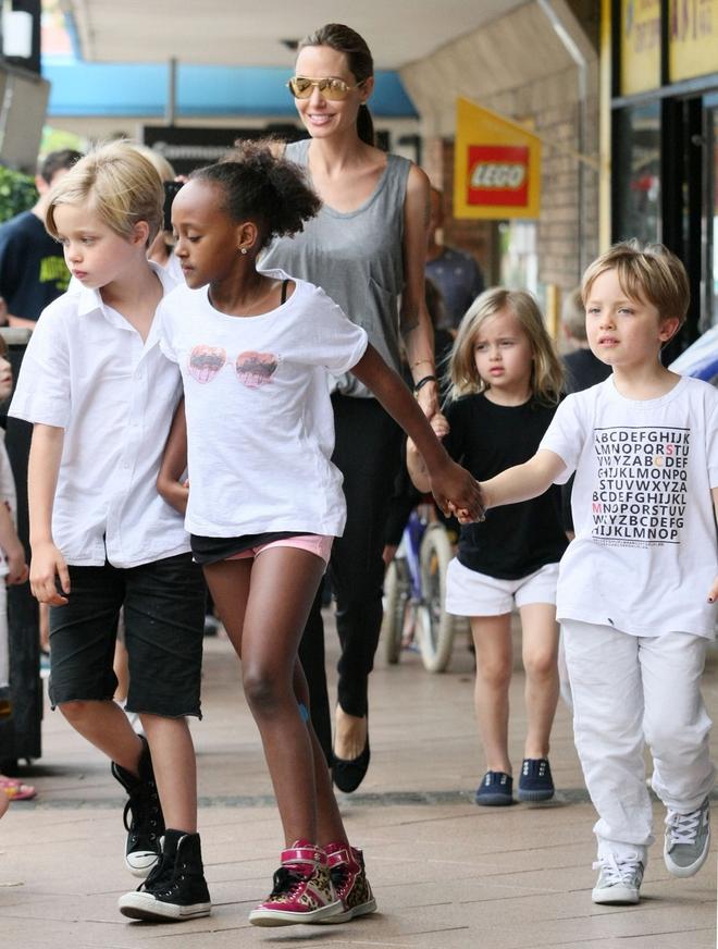 Đều là con gái ruột Angelina Jolie nhưng bé lớn thì nam tính, bé út lại yểu điệu - Ảnh 5.