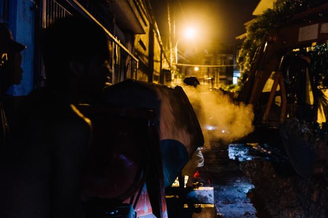 Chùm ảnh: Những công nhân miệt mài dưới lòng đất khi Sài Gòn chìm vào giấc ngủ - Ảnh 11.