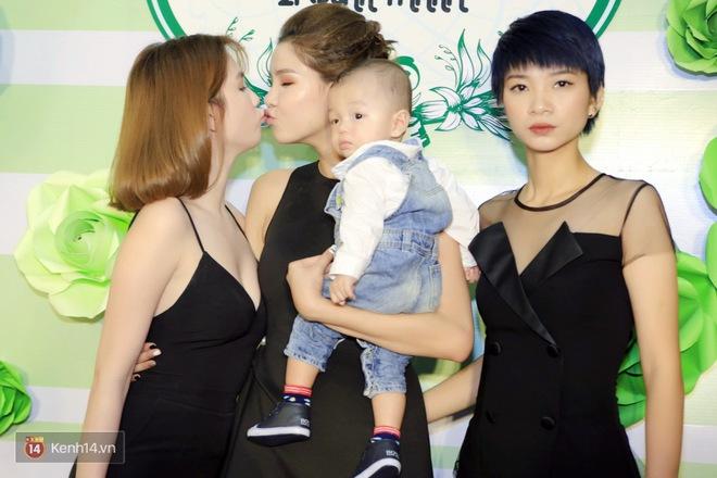 Ngọc Trinh bay ra Hà Nội chúc mừng gia đình Kỳ Hân - Mạc Hồng Quân - Ảnh 3.