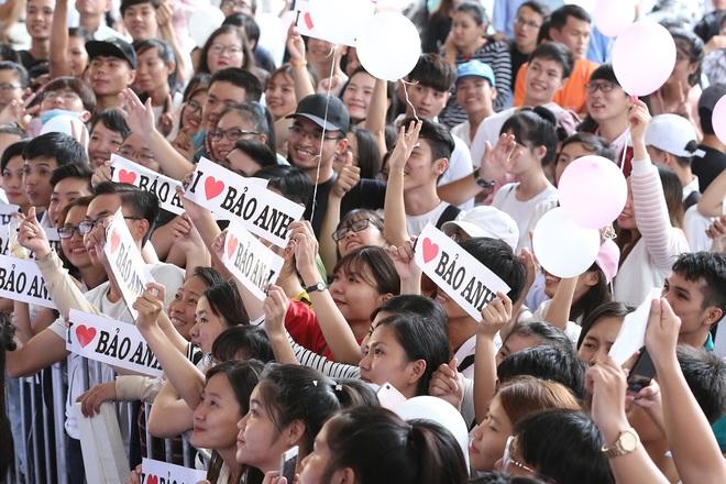 Mặc trưa nắng nóng, người hâm mộ vẫn vây kín sân khấu cổ vũ Bảo Anh nhiệt tình tại fan meeting - ảnh 10