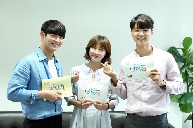 Sốc vì độ lệch tuổi ở các cặp đôi phim Hàn: Một giáp có là gì, giờ toàn 20 tuổi! - ảnh 16