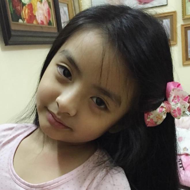 Tự tin catwalk, con gái 9 tuổi của siêu mẫu Thuý Hằng gây chú ý vì cực giống Kaity Nguyễn - Ảnh 4.