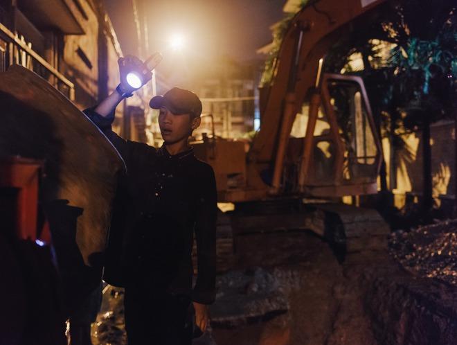 Chùm ảnh: Những công nhân miệt mài dưới lòng đất khi Sài Gòn chìm vào giấc ngủ - Ảnh 12.