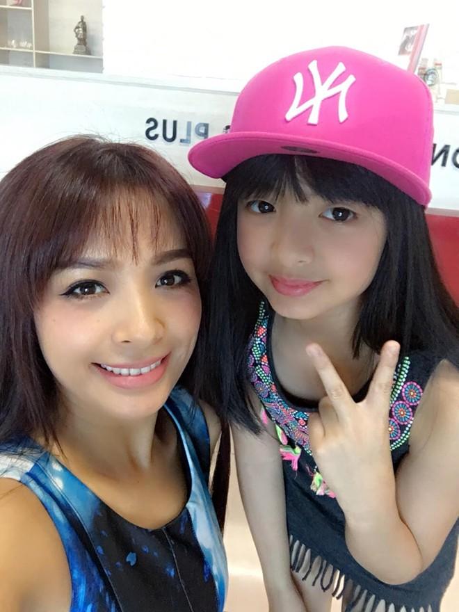 Tự tin catwalk, con gái 9 tuổi của siêu mẫu Thuý Hằng gây chú ý vì cực giống Kaity Nguyễn - Ảnh 10.