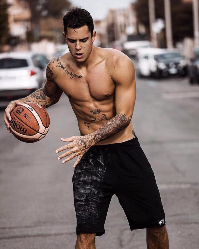 Chàng trai này là cặp đôi hoàn hảo của người đẹp bóng rổ sexy nhất hành tinh - Ảnh 4.
