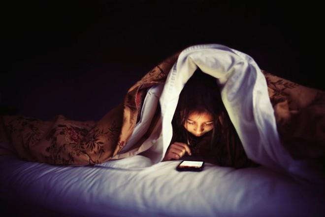 5 thói quen cực xấu khi sử dụng điện thoại mà bạn nên bỏ ngay lập tức - Ảnh 2.