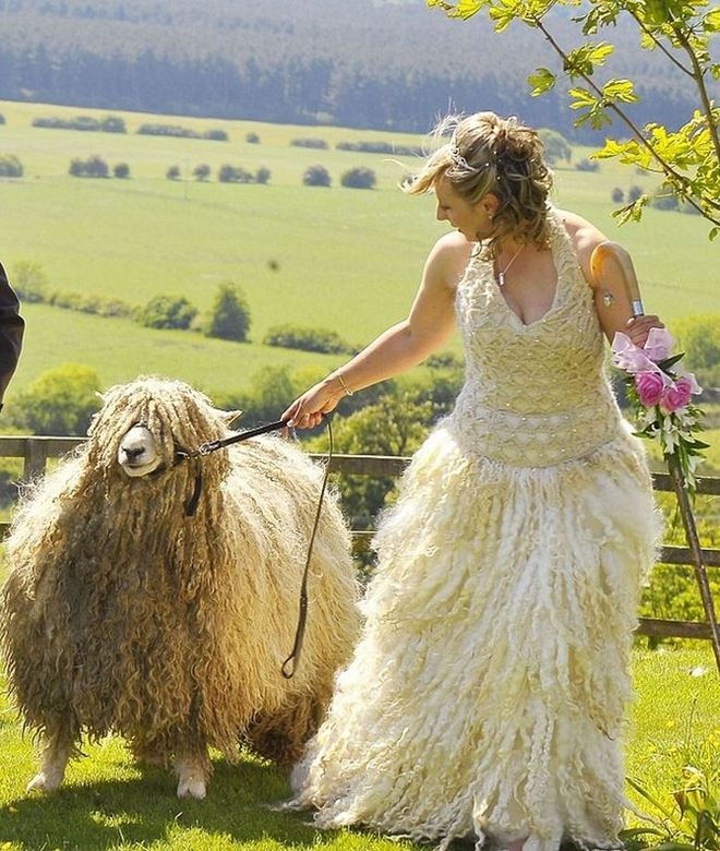 17 cô dâu hóa tuồng chèo khi khoác lên mình những thảm họa váy cưới - Ảnh 21.