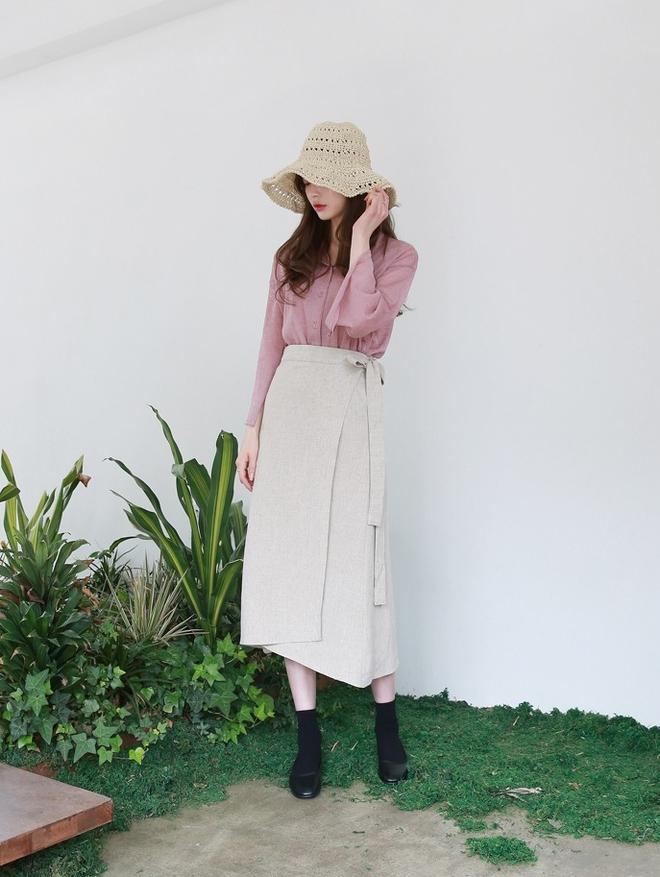 Áo dệt kim: lại thêm chiếc áo không thể thiếu của mùa thu bởi nàng nào diện vào cũng dịu dàng hơn bội phần - Ảnh 16.