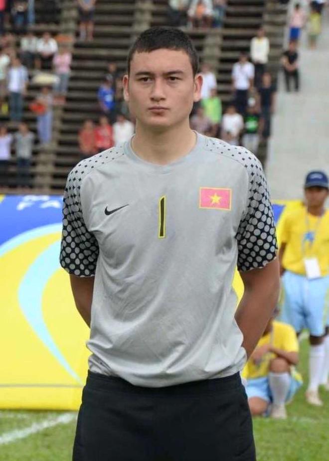 Vẻ đẹp lai của Lâm Tây, thủ thành số 1 đội tuyển Việt Nam - Ảnh 4.