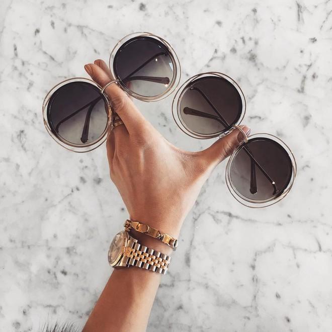 Hè này nếu muốn sắm kính, nhất định phải sắm kính gọng tròn cho bằng bạn bằng bè - Ảnh 16.