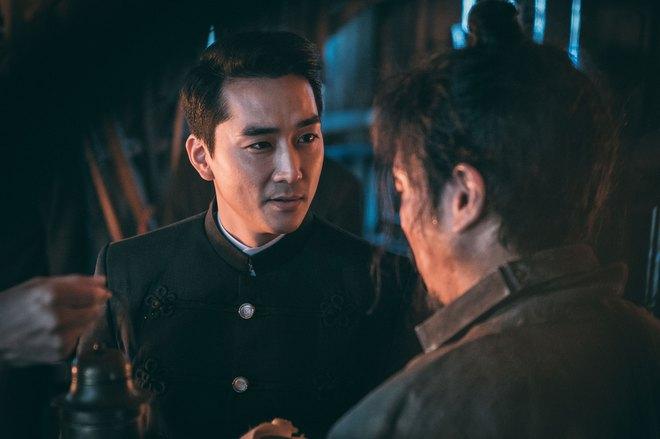 Điện ảnh Hàn tháng 10: Cuộc đổ bộ của loạt ông hoàng phòng vé - Ảnh 21.