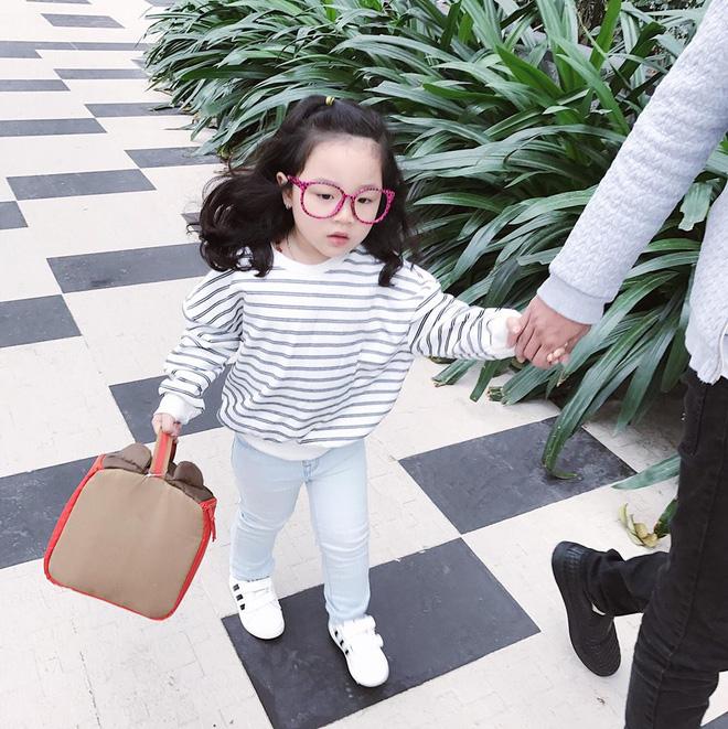 Ai cũng tan chảy khi thấy bé gái xinh xắn bật khóc vì bố dám nhếch mắt nhìn con - Ảnh 9.