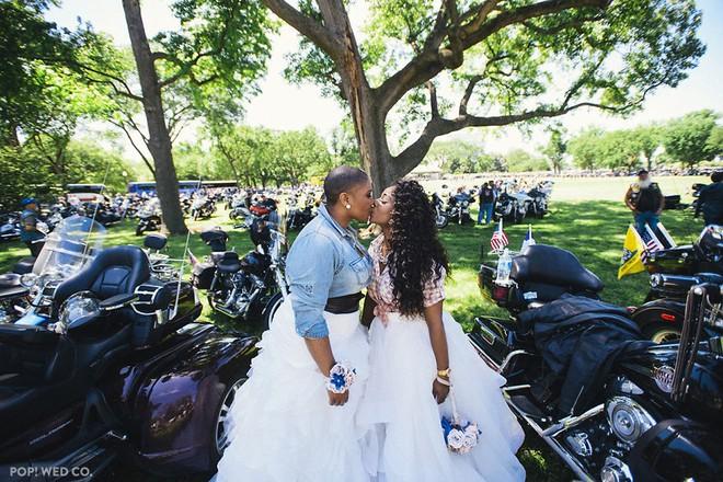 19 khoảnh khắc đám cưới đồng tính tuyệt đẹp khiến con người ta thêm niềm tin vào tình yêu - Ảnh 21.