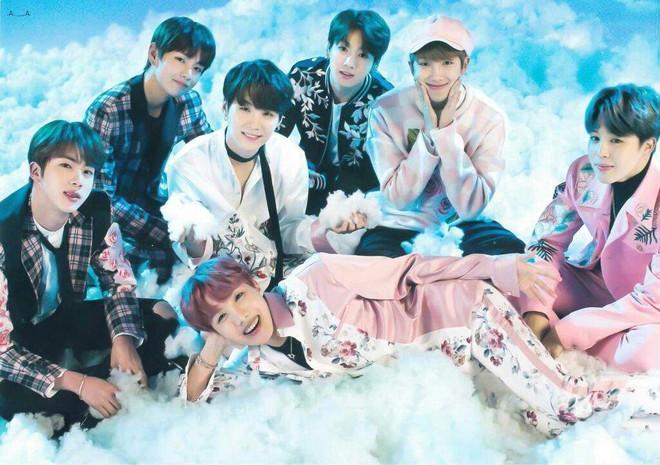 Thành viên BTS ngã đến choáng váng trên sân khấu concert - Ảnh 7.