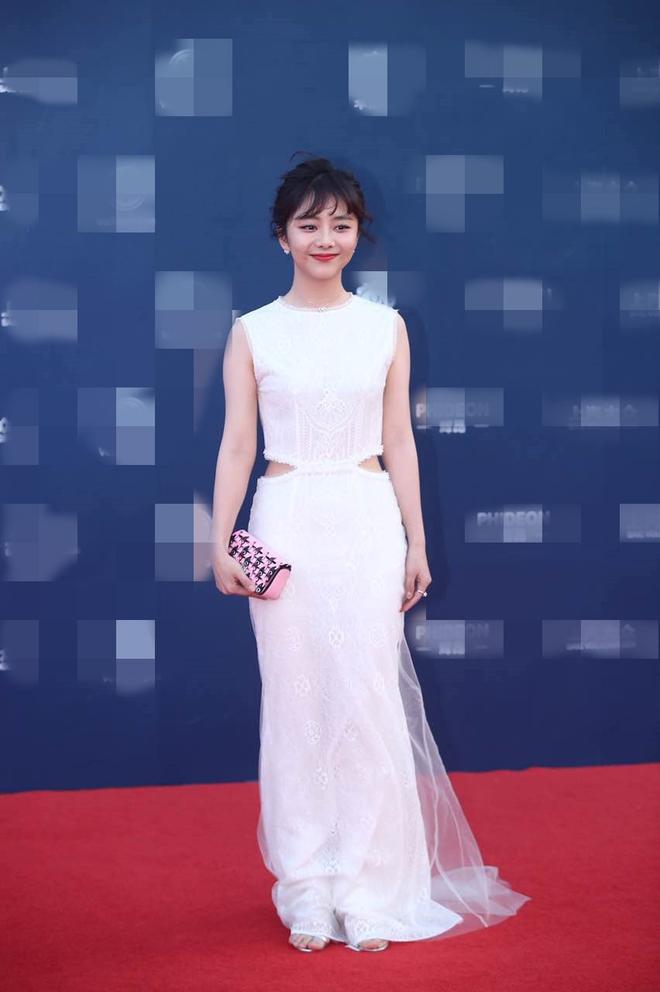 Thảm đỏ Hoa Đỉnh 2017: Chân gầy khẳng khiu, Đường Yên vẫn cân dàn mỹ nhân Cbiz nhờ nhan sắc ngọt ngào - Ảnh 5.