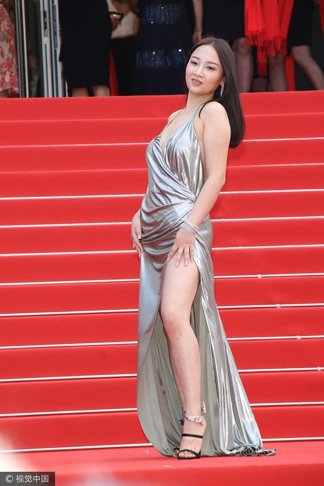 Người đẹp vô danh Cbiz tiếp tục bon chen thảm đỏ Cannes, tự biến mình thành Bella phien bản lỗi - Ảnh 2.