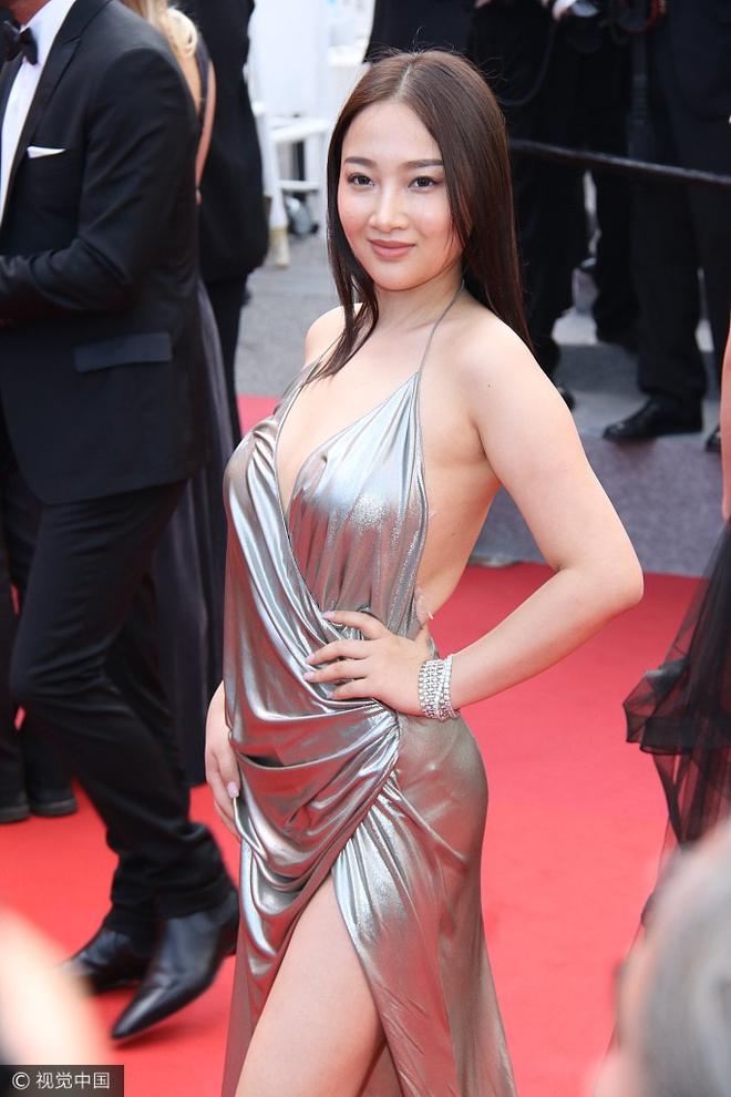 Người đẹp vô danh Cbiz tiếp tục bon chen thảm đỏ Cannes, tự biến mình thành Bella phien bản lỗi - Ảnh 7.