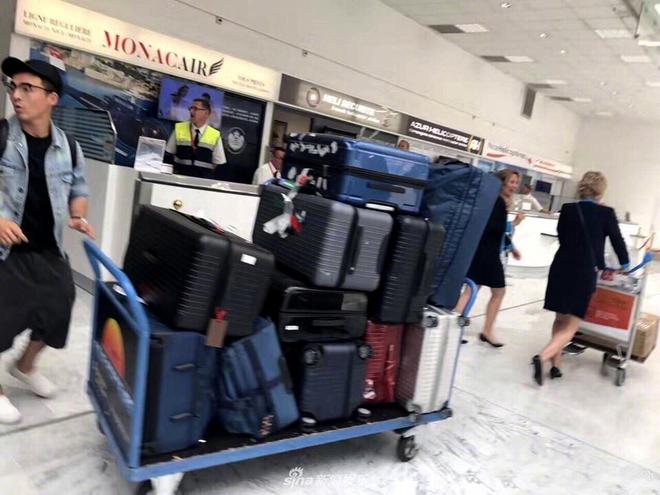Mang 11 chiếc vali tới Cannes, bảo sao Phạm Băng Băng luôn biến hóa đa dạng trên thảm đỏ - Ảnh 1.