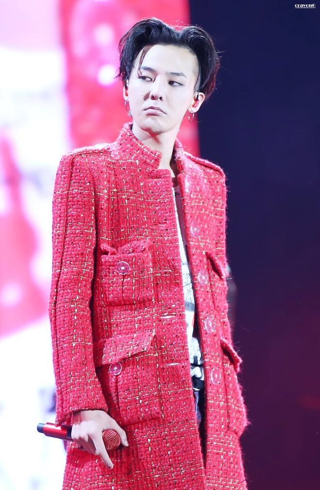 Loạt ảnh siêu ảo từ concert G-Dragon: Lúc chất phát ngất, lúc cười tít mắt, áo trễ hở ti - Ảnh 1.