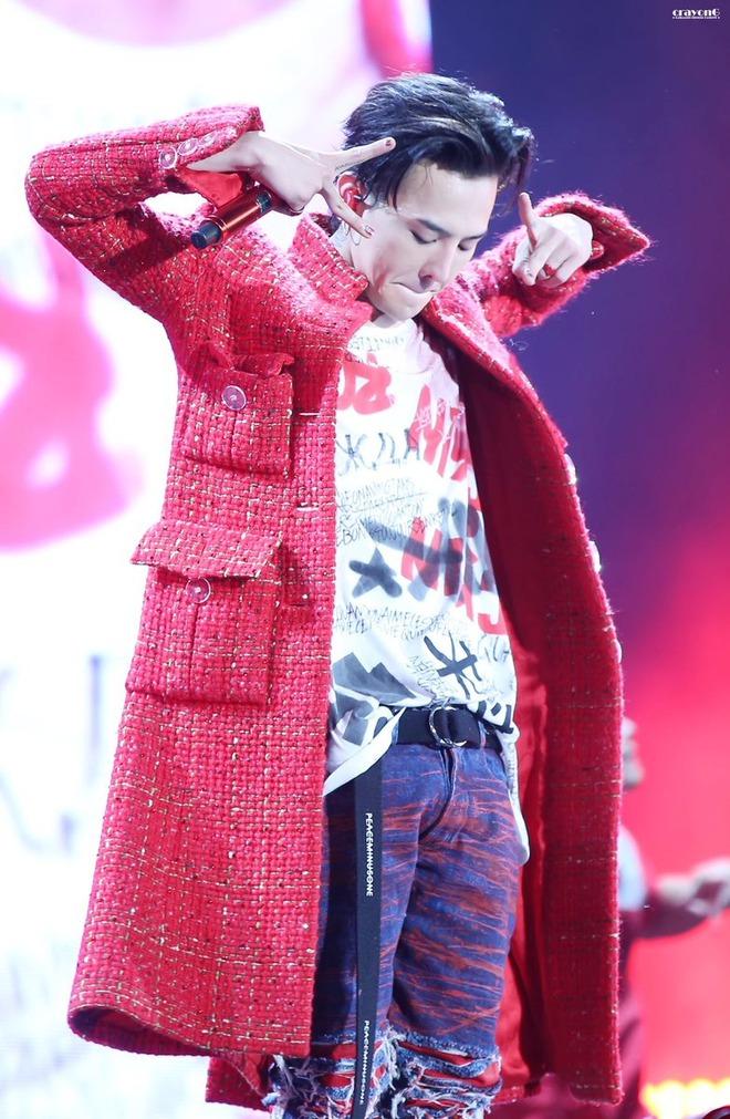 Loạt ảnh siêu ảo từ concert G-Dragon: Lúc chất phát ngất, lúc cười tít mắt, áo trễ hở ti - Ảnh 4.