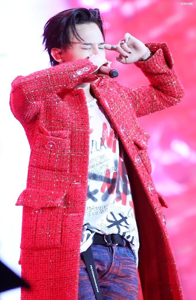 Loạt ảnh siêu ảo từ concert G-Dragon: Lúc chất phát ngất, lúc cười tít mắt, áo trễ hở ti - Ảnh 8.