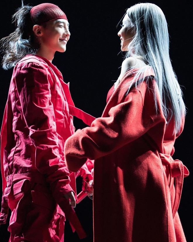 Loạt ảnh siêu ảo từ concert G-Dragon: Lúc chất phát ngất, lúc cười tít mắt, áo trễ hở ti - Ảnh 33.