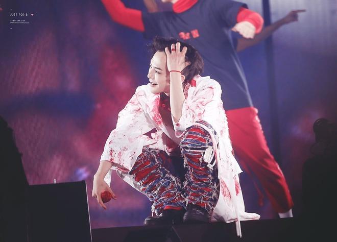 Loạt ảnh siêu ảo từ concert G-Dragon: Lúc chất phát ngất, lúc cười tít mắt, áo trễ hở ti - Ảnh 25.
