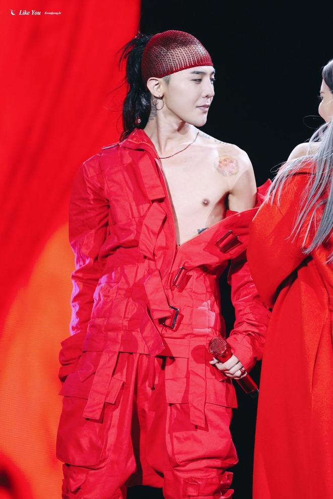 Loạt ảnh siêu ảo từ concert G-Dragon: Lúc chất phát ngất, lúc cười tít mắt, áo trễ hở ti - Ảnh 35.