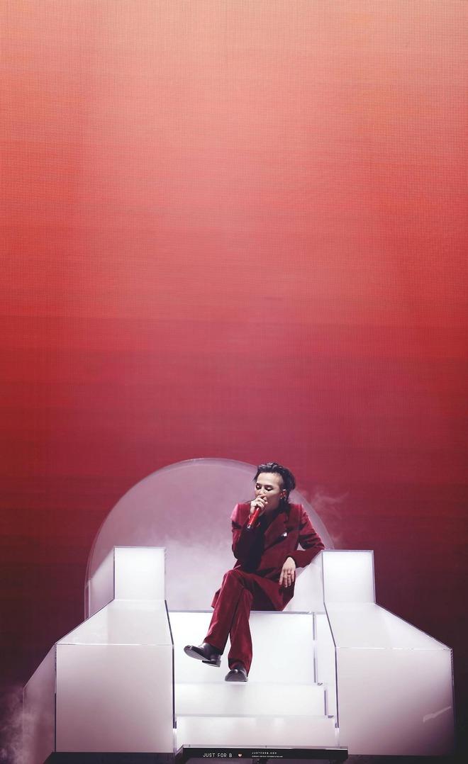 Loạt ảnh siêu ảo từ concert G-Dragon: Lúc chất phát ngất, lúc cười tít mắt, áo trễ hở ti - Ảnh 38.