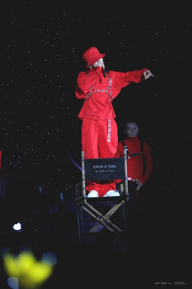 Loạt ảnh siêu ảo từ concert G-Dragon: Lúc chất phát ngất, lúc cười tít mắt, áo trễ hở ti - Ảnh 39.