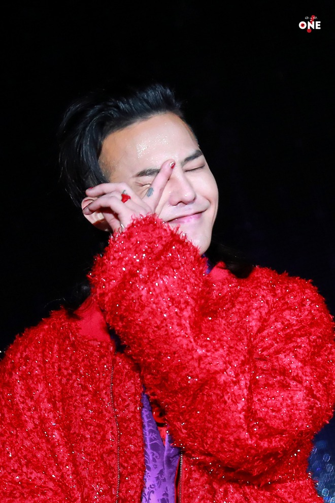 Loạt ảnh siêu ảo từ concert G-Dragon: Lúc chất phát ngất, lúc cười tít mắt, áo trễ hở ti - Ảnh 32.