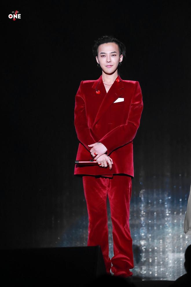 Loạt ảnh siêu ảo từ concert G-Dragon: Lúc chất phát ngất, lúc cười tít mắt, áo trễ hở ti - Ảnh 42.