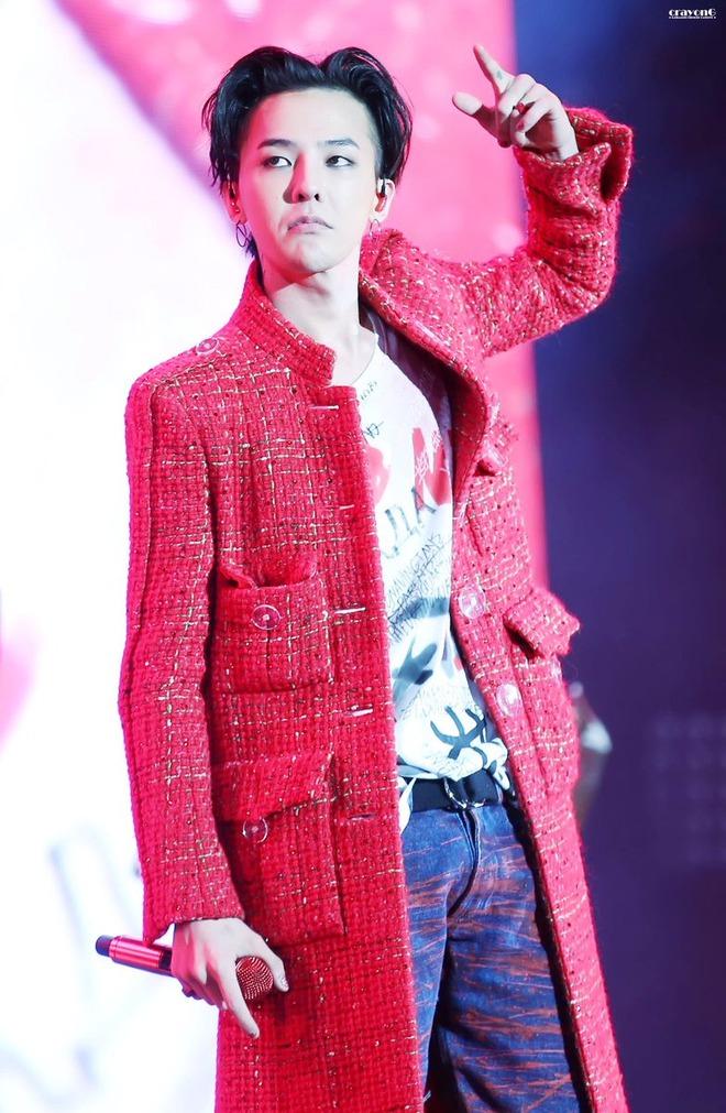 Loạt ảnh siêu ảo từ concert G-Dragon: Lúc chất phát ngất, lúc cười tít mắt, áo trễ hở ti - Ảnh 2.
