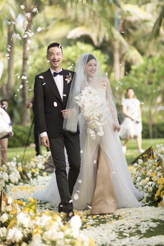 Đám cưới nhà người ta nhưng netizen chỉ chú ý đến đôi bạn thân Triệu Vy - Tô Hữu Bằng lâu lắm mới hội ngộ - Ảnh 1.