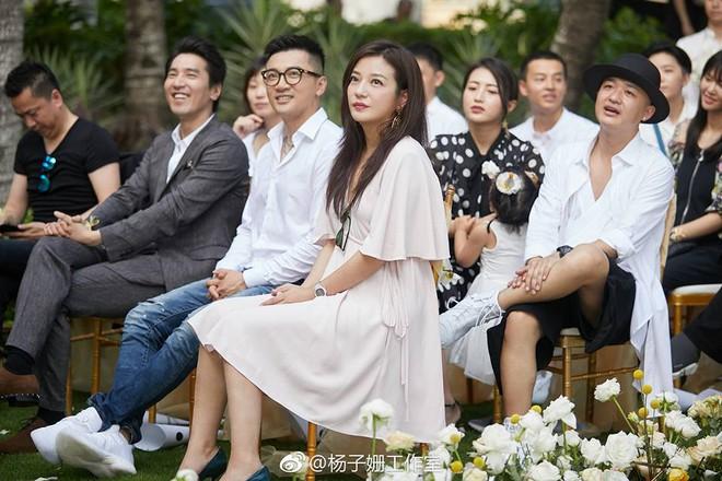 Đám cưới nhà người ta nhưng netizen chỉ chú ý đến đôi bạn thân Triệu Vy - Tô Hữu Bằng lâu lắm mới hội ngộ - Ảnh 2.