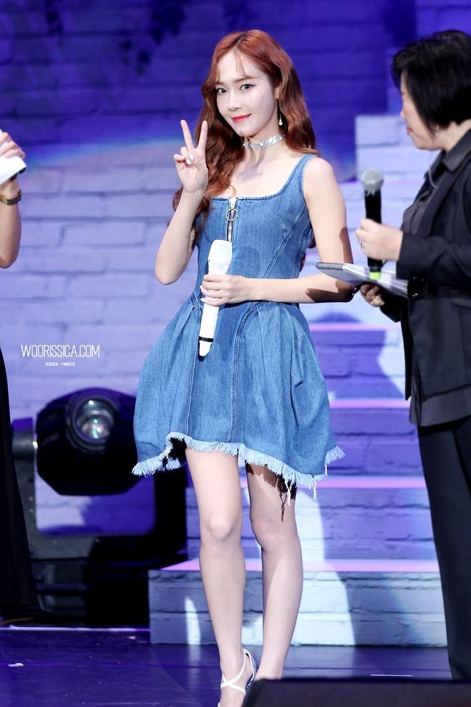 SM cố tình để SNSD đụng độ Jessica tại sự kiện ký tặng ở cùng địa điểm và cùng ngày? - Ảnh 4.