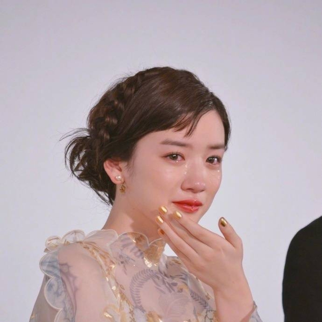 Chỉ vì khóc quá đẹp, nữ diễn viên 18 tuổi Nhật Bản nổi tiếng sau 1 đêm - Ảnh 2.