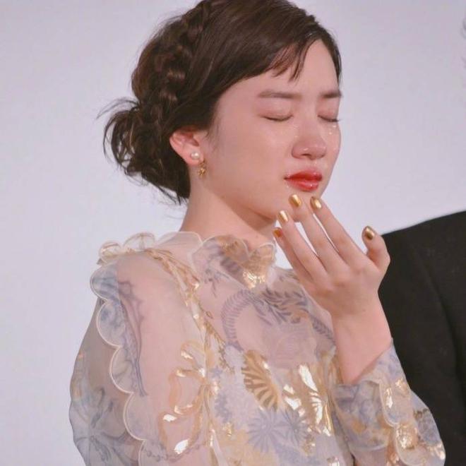 Chỉ vì khóc quá đẹp, nữ diễn viên 18 tuổi Nhật Bản nổi tiếng sau 1 đêm - Ảnh 4.