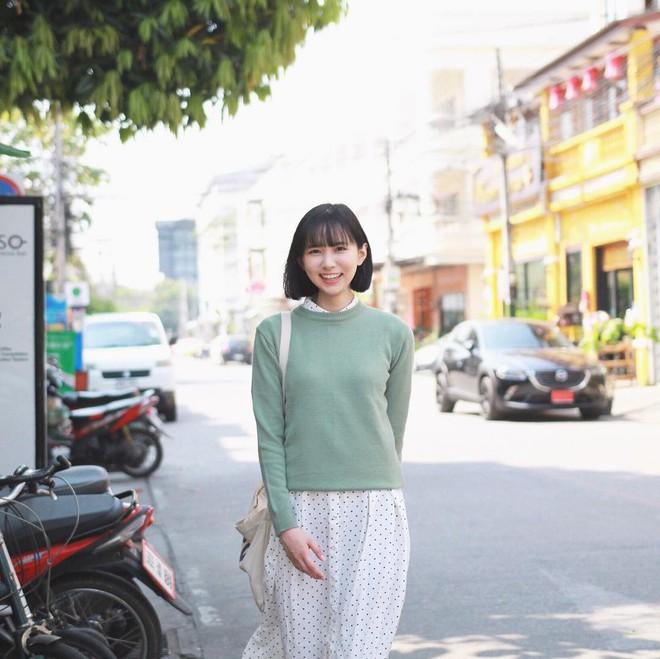 Đến con gái cũng thích mê gương mặt nhìn là muốn yêu luôn của cô bạn Hongkong này