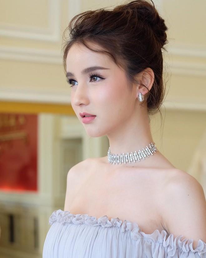 Bị đồn đập mặt xây lại, tân Hoa hậu chuyển giới Thái Lan tung loạt ảnh quá khứ gây bất ngờ - Ảnh 7.