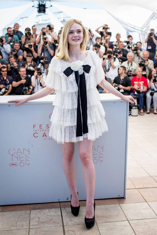 Tiên nữ giáng trần là câu miêu tả chính xác Elle Fanning tại LHP Cannes các năm! - Ảnh 6.