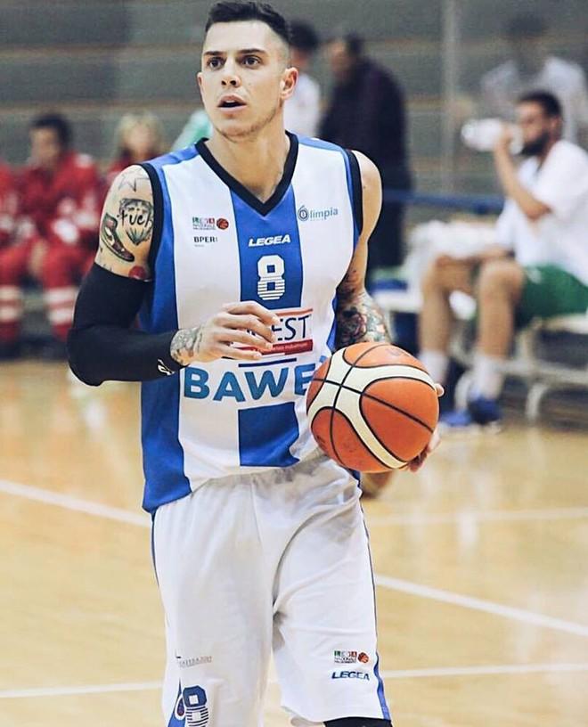 Chàng trai này là cặp đôi hoàn hảo của người đẹp bóng rổ sexy nhất hành tinh - Ảnh 5.