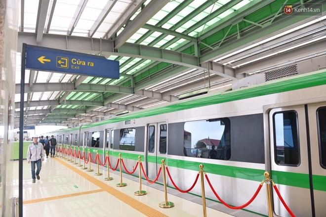 Bên trong đoàn tàu đường sắt trên cao đầu tiên của tuyến đường sắt Cát Linh - Hà Đông. - ảnh 12